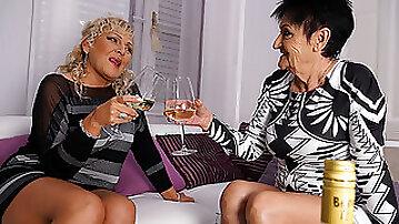 Two Naughty Mature Lsuts Go Lesbian - MatureNL