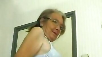 This four eyed granny loves homemade fuck and she gives some good head