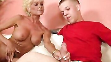 Tattooed busty granny with shaved pussy tugging midgets hard cock