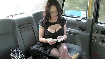 Street whore Vickie Powell gives bj rimmjob & gets fucked in a cab
