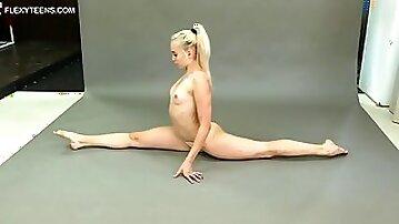 Babe in a leotard bends her figure in spectacular ways - Blondie Xxx