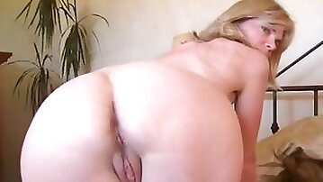 Love story mature ann is good with shaved and unshaved puss