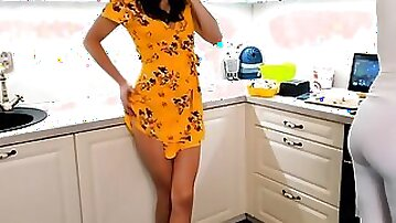 Horny chatrubate babe is rubbing her wet pussy in the kitchen
