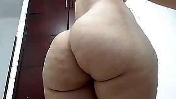 Japanese milf shaking her huge ass