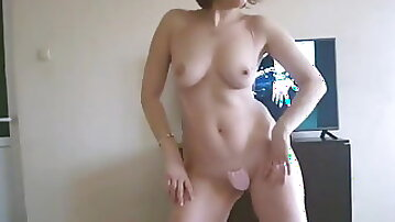 Mom Shaking her Ass at Home