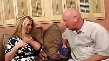 Fat butt mommy gives rail in her vagina
