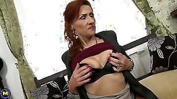 Old mom squirts like whore