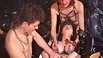 Mature harlot gets her pierced pussy and boobs licked by young dude
