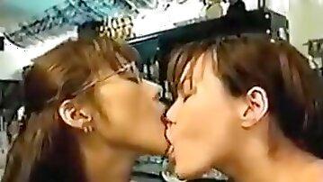 Tamaki Sakura Tongue Kiss