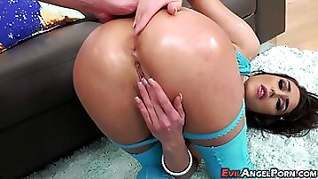 Anal porn with meaty brunette in slutty fishnets
