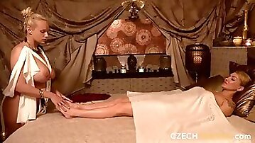 Playful hottie with round bottom is trying anal fisting