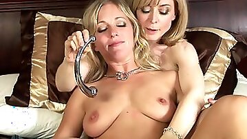 Nina Hartley and Dia Lewa are playing with pussies