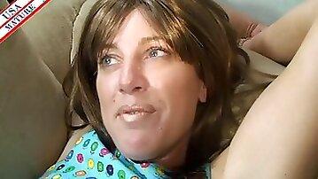 Amateur mature slut finds pleasure in BBC in her pussy