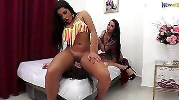 Brazillian big tits facesitting