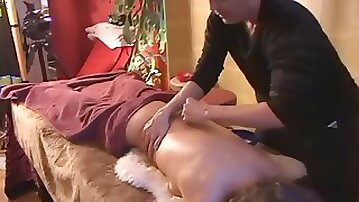 Yoni massage makes wife to cum