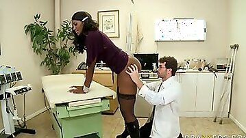 Nyomi Banxx gets some fingering from the sex doctor