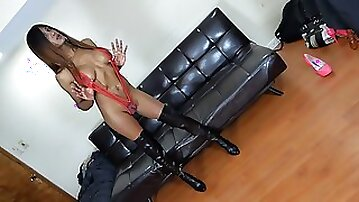 Stunning Indian tranny strips to leather boots while butt plugged