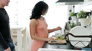 Sensual hottie Jessica Lincoln gets her anus fucked right in the kitchen