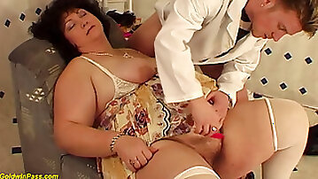 GOLDWINPASS - extreme fat mom fucked by her hairdresser
