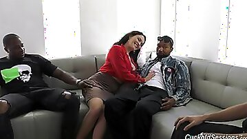 Bitch handles a pair of BBCs in crazy home threesome