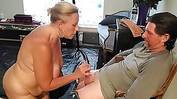 Deep throat whore on her knees