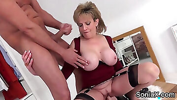 Cheating british mature lady sonia displays her enormou