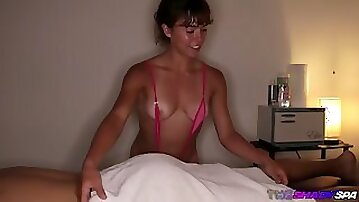 Tanned massage girl jerks off her client on spy cam